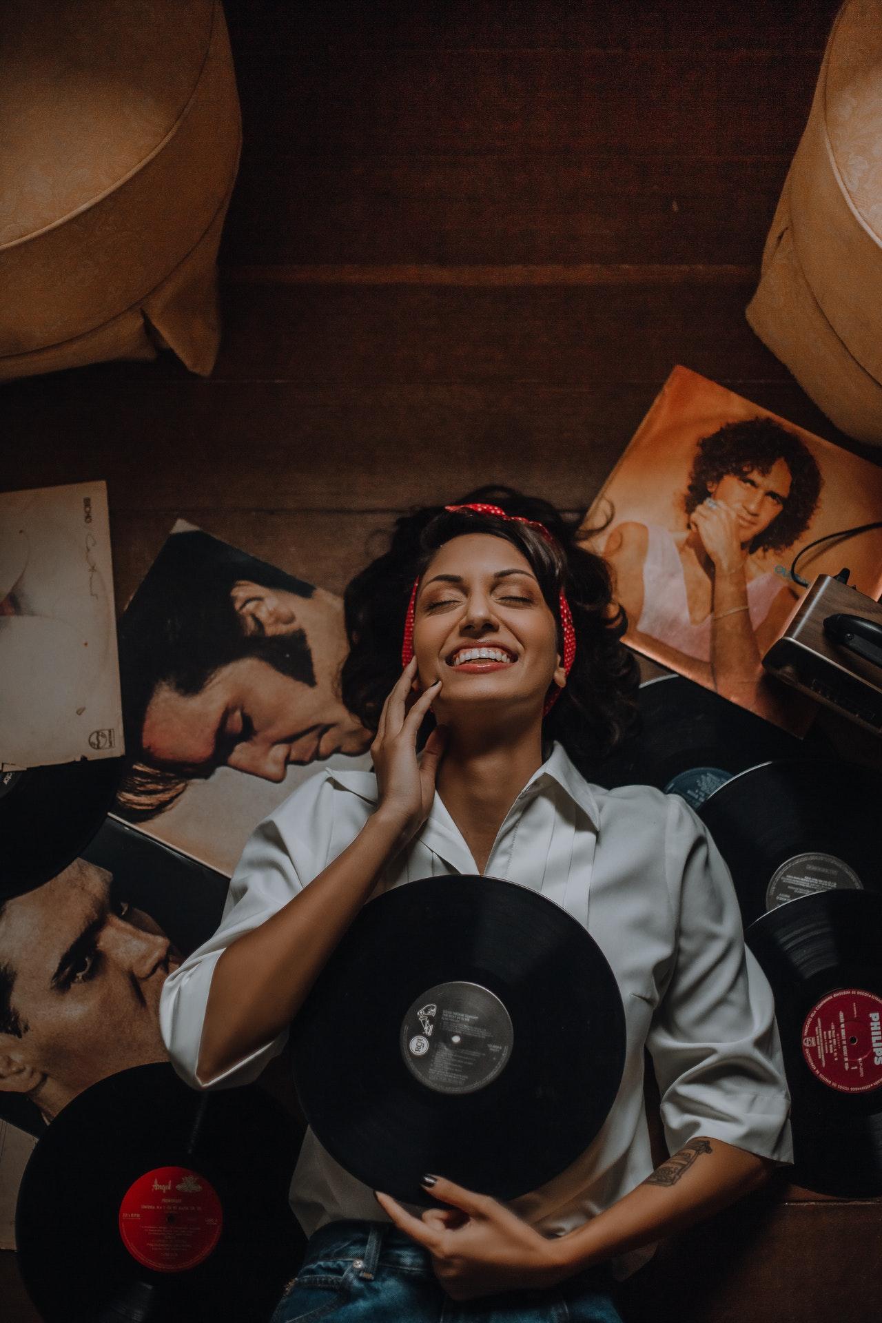 Płyta winylowa – idealny pomysł na prezent dla wielbicieli muzyki