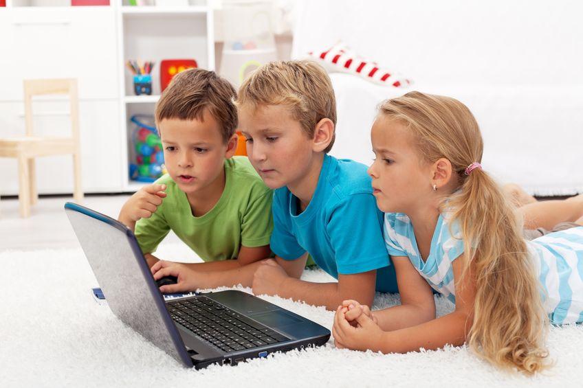 """Dziecko """"samo"""" nie uzależnia się od komputera"""