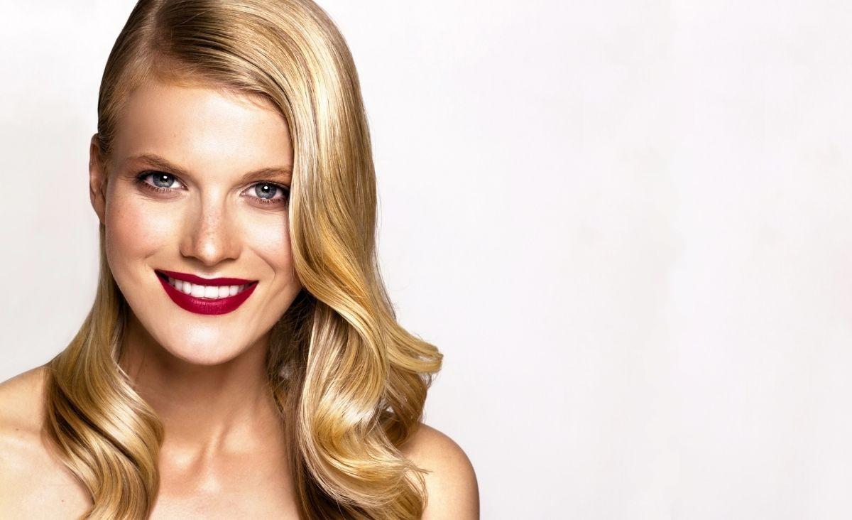 Porowatość włosów - czym jest i jak ją określić? Czy jest kluczem do pięknych włosów?
