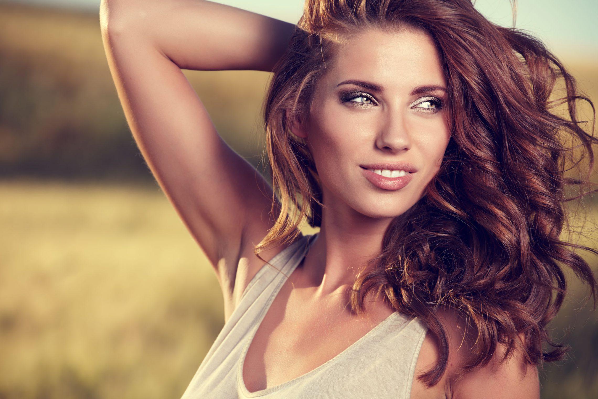 5 rzeczy, które zawsze robią kobiety z pięknymi włosami