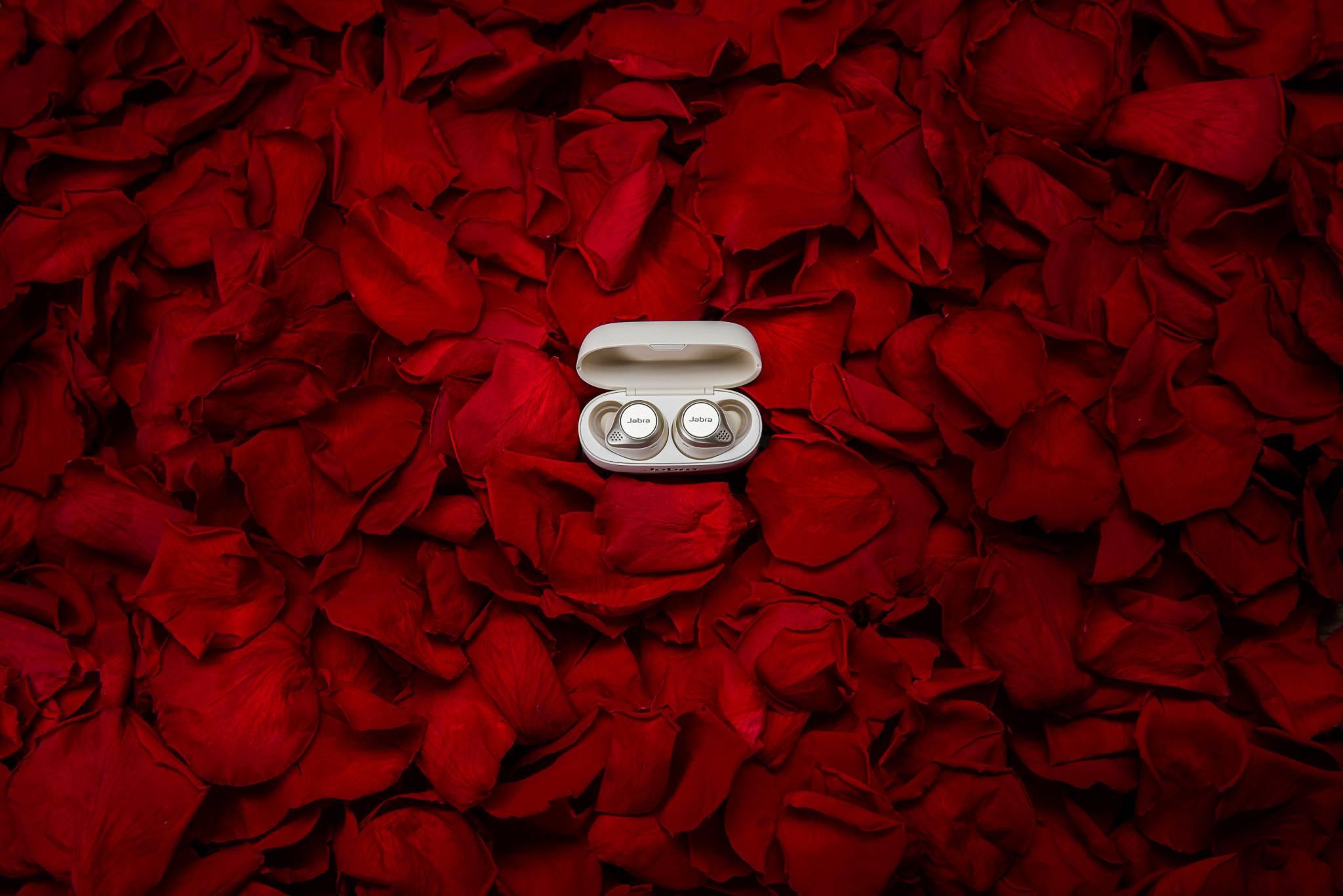 Bezprzewodowe słuchawki od Jabra – walentynkowy prezent dla niej i dla niego