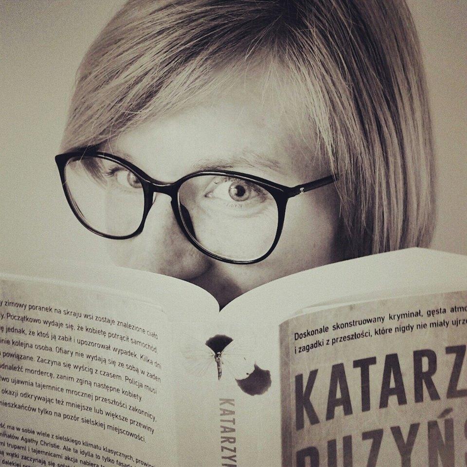 """""""Hermetyczne społeczności są fascynujące"""". Wywiad z Katarzyną Puzyńską, autorką kryminałów"""