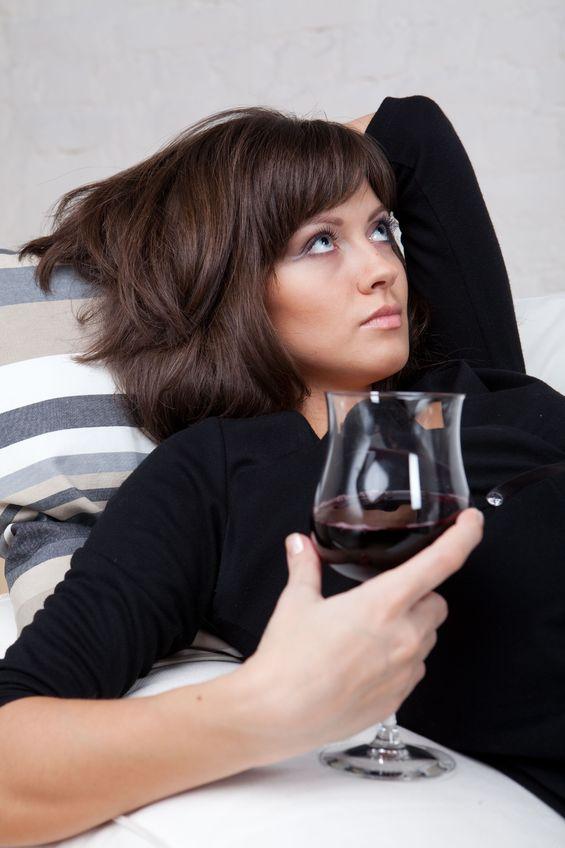 Piję tak jak wszyscy - współczesny alkoholizm