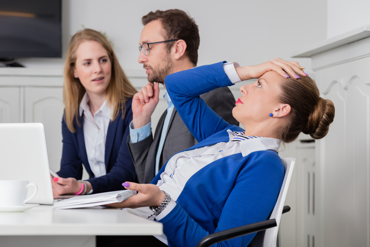 Jaka powinna być reakcja szefa na konflikty w pracy ?
