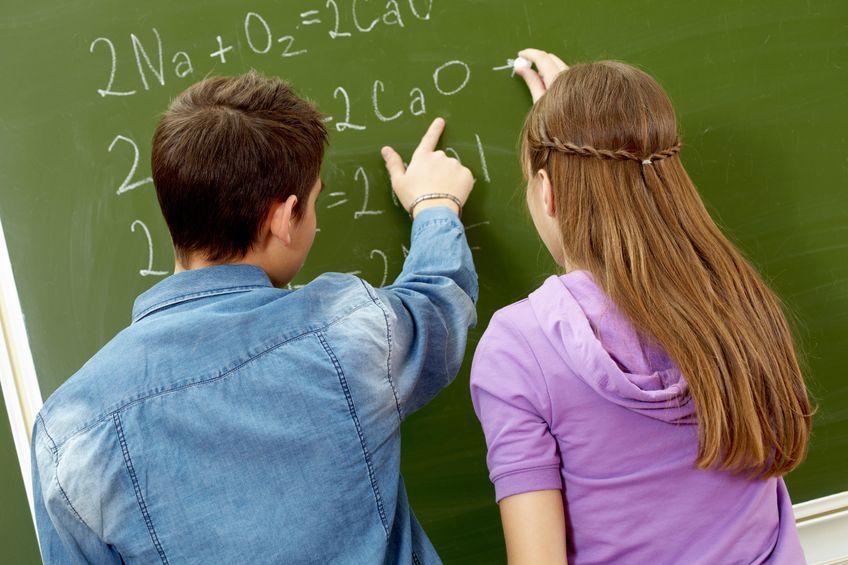 Dlaczego dziewczyny się lepiej uczą niż chłopcy?