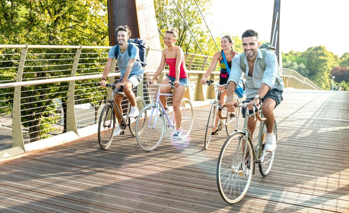 Europejczycy na rowerach - pieniądze dla rowerzystów we Włoszech i Anglii