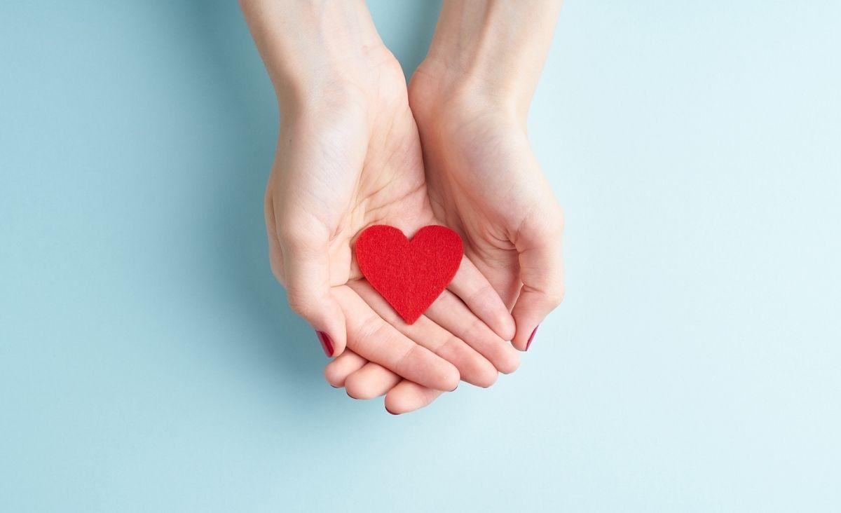 Przychodząc z pomocą innym, tak naprawdę pomagamy też sobie. Co daje altruizm?