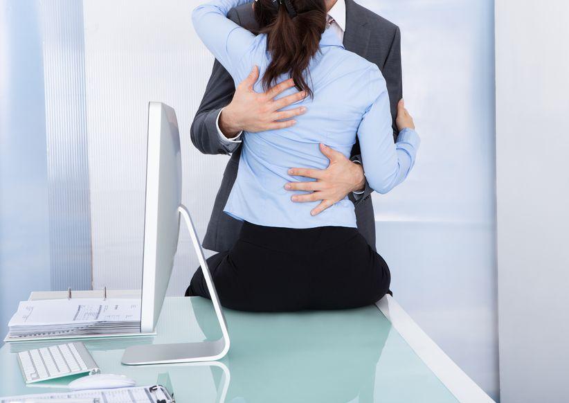 romans w biurze