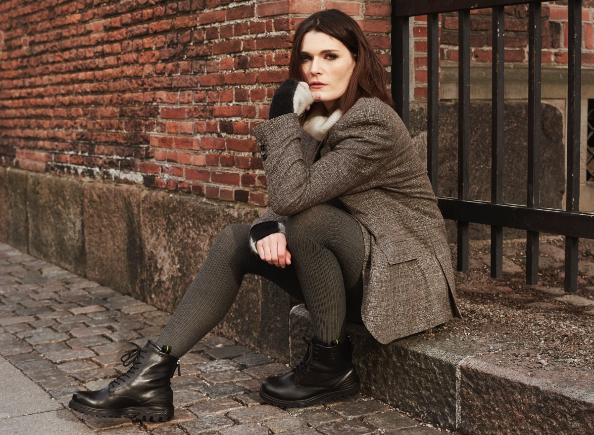 Uniwersalny styl butów sprawia, że można je nosić do różnych zestawów - bardziej eleganckich i zupełnie casualowych. (Fot. materiały prasowe)