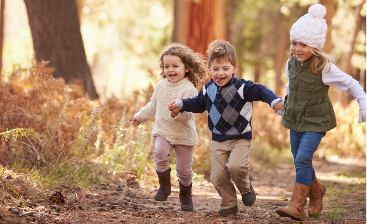 Leśne przedszkola - dzieci wracają stąd brudne, ale wolne i szczęśliwe