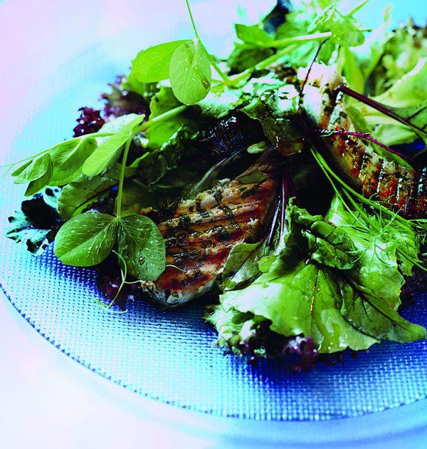 Sałatka z grilowanym stekiem z tuńczyka