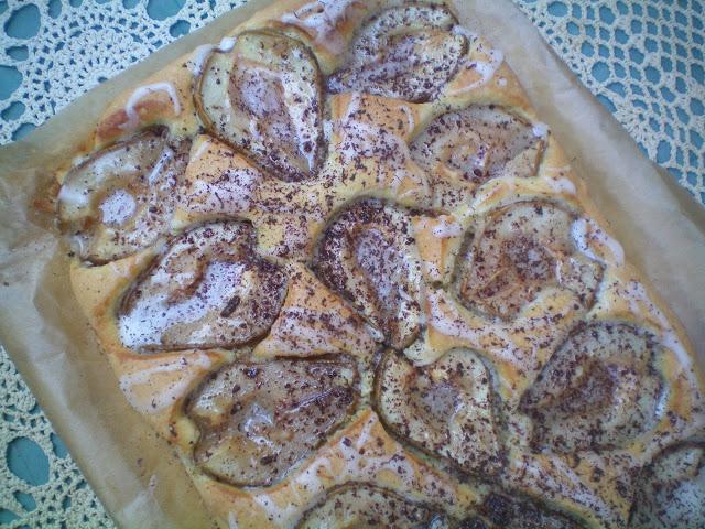 Świat Pachnie Szarlotką: Włoskie Imbirowe Ciasto z Gruszkami