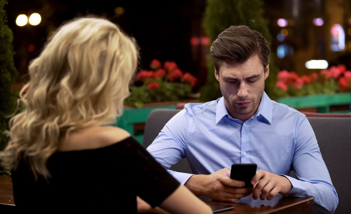Po czym poznać, że mężczyzna nie jest tobą zainteresowany?