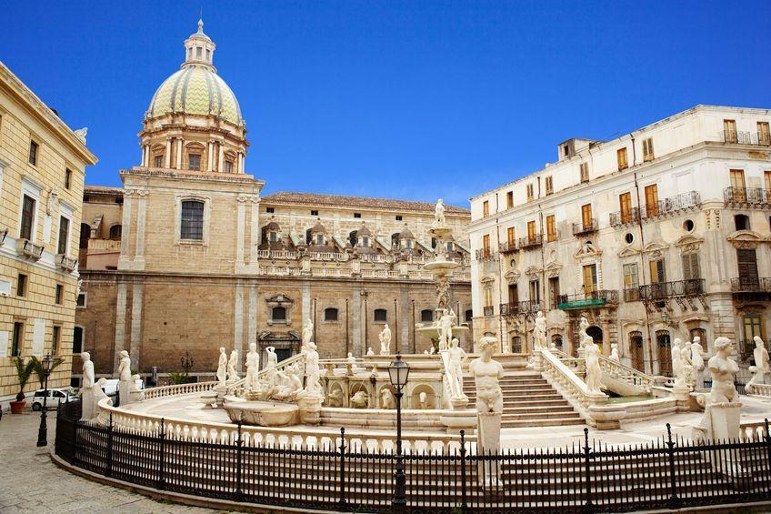 Sycylijskie Palermo tonie w śmieciach