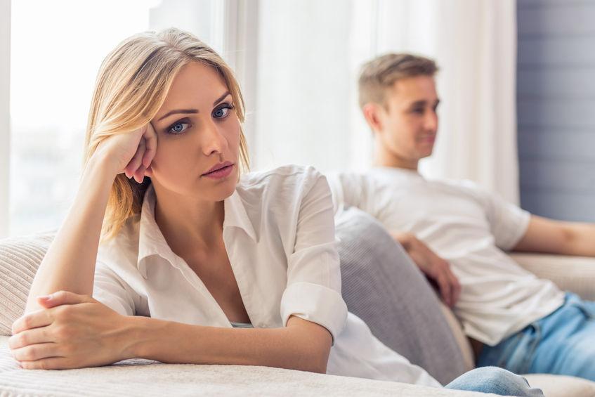 Obojętność - jak ją przezwyciężyć w związku? Wywiad z psychoterapeutą Tomaszem Teodorczykiem