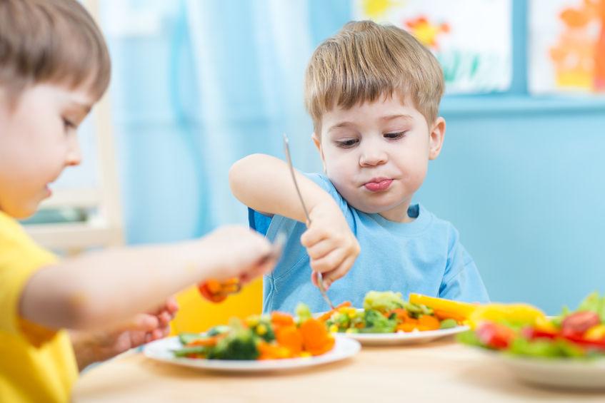 Początek roku w żłobku i w przedszkolu: jak odżywiać dzieci? – praktyczne porady