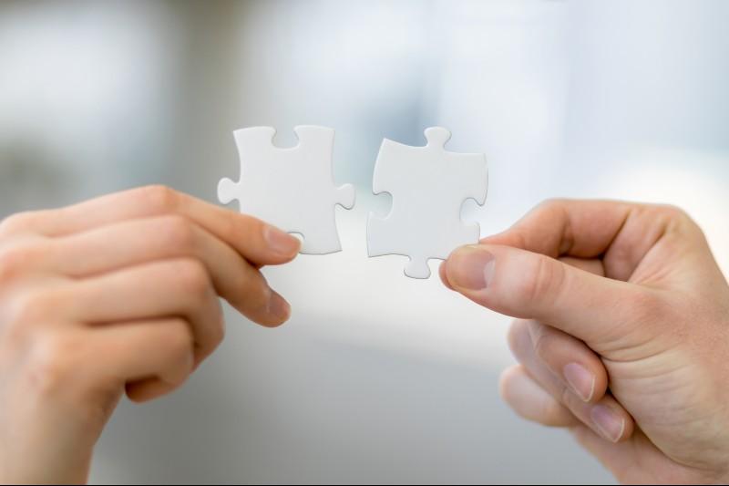 Dobrze funkcjonująca para potrafi też na szczęście reperować niektóre szkody, ciosy, które padają podczas rozwiązywania konfliktu. (Fot. iStock)