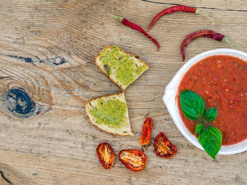 Gazpacho z pieczonej papryki z granitą pomidorową