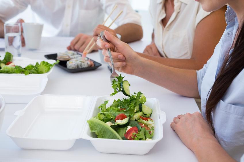 Co Polacy jedzą w pracy?