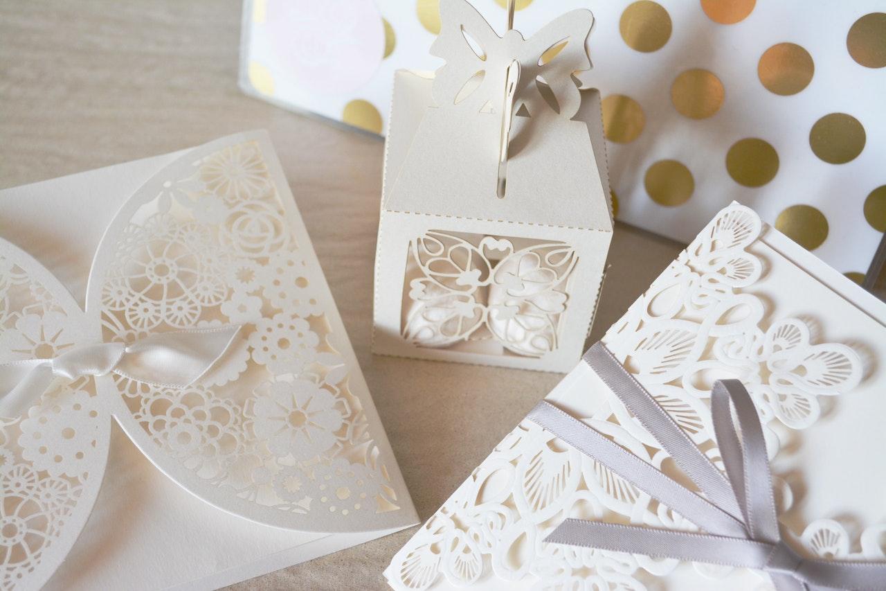 W jakim kolorze wybrać zaproszenia ślubne?