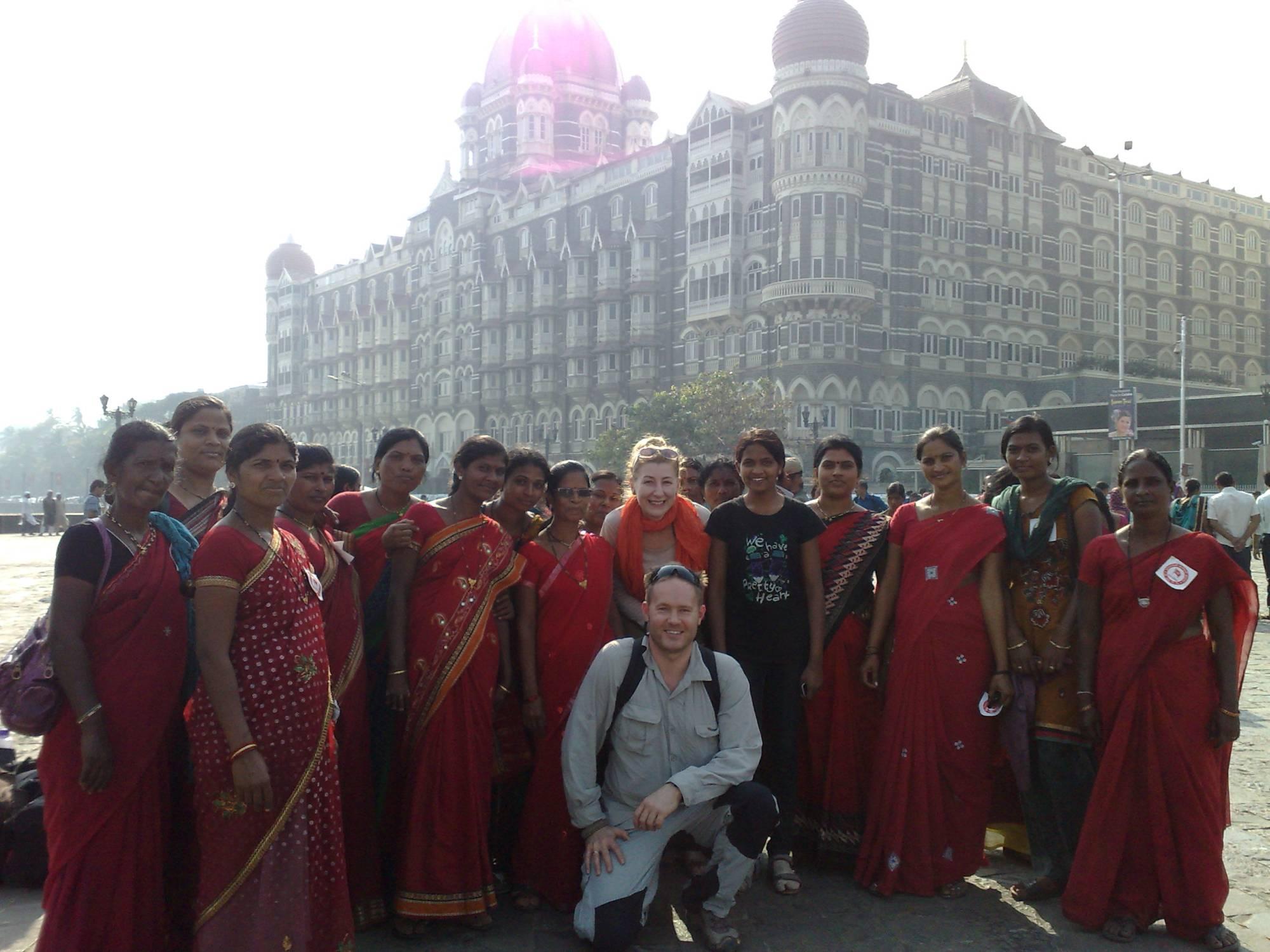 Pamiątkowe zdjęcie z hinduską wycieczką