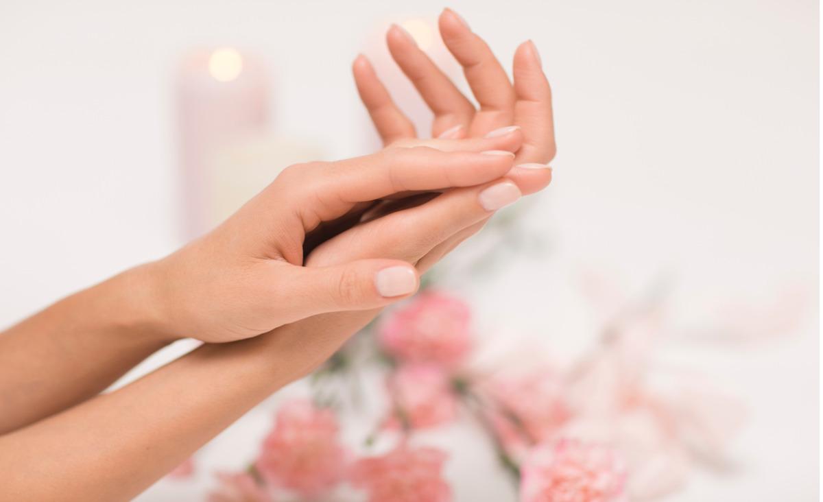 Krem do rąk - jak pielęgnować przesuszone dłonie?