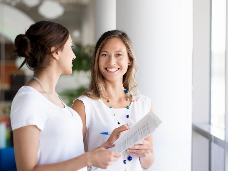 Czy warto polecać znajomych do pracy?