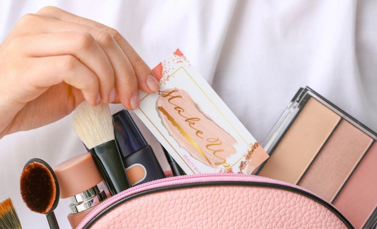 Jakie kosmetyki warto zawsze mieć przy sobie?