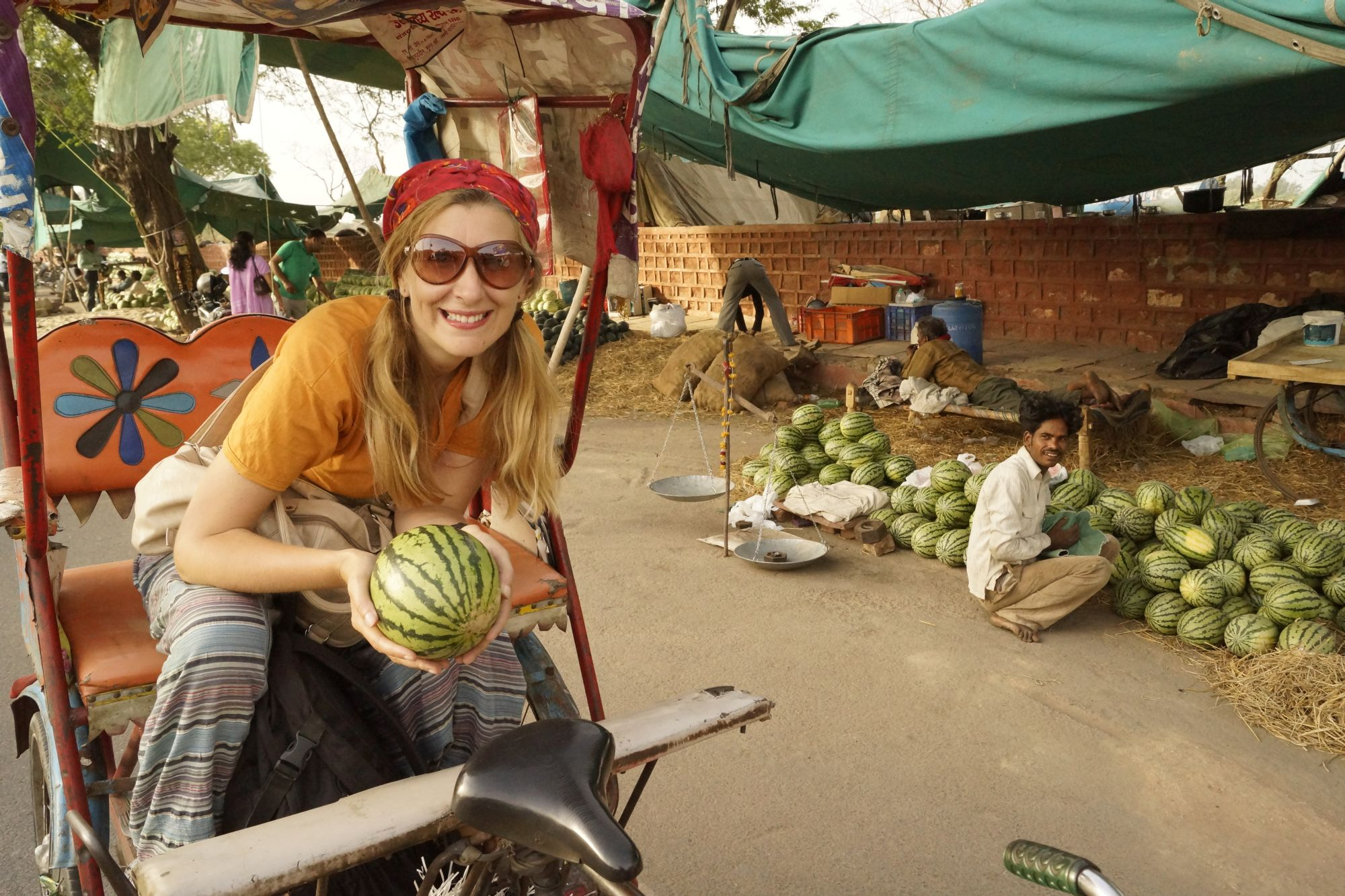 Szybkie zakupy na miejscowym bazarze