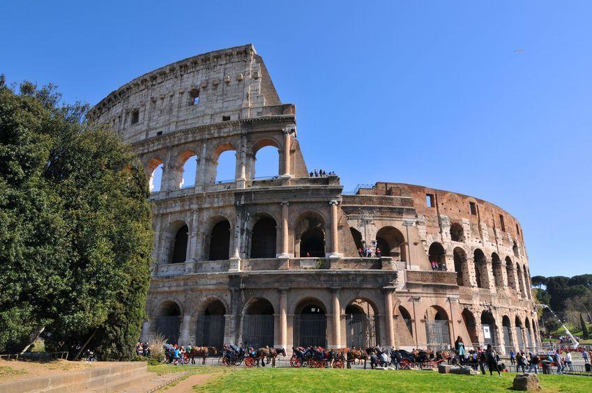 Koloseum przechyla się jak wieża w Pizie