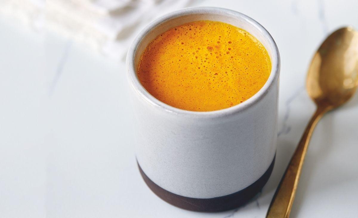 Złota latte z jagodami goji - dla przyjemności, na pamięć i koncentarację
