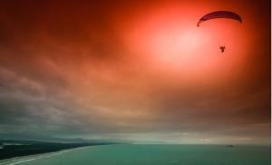 2021/01/spectacular-skydiving-at-dusk-picture-id6750032801.jpg