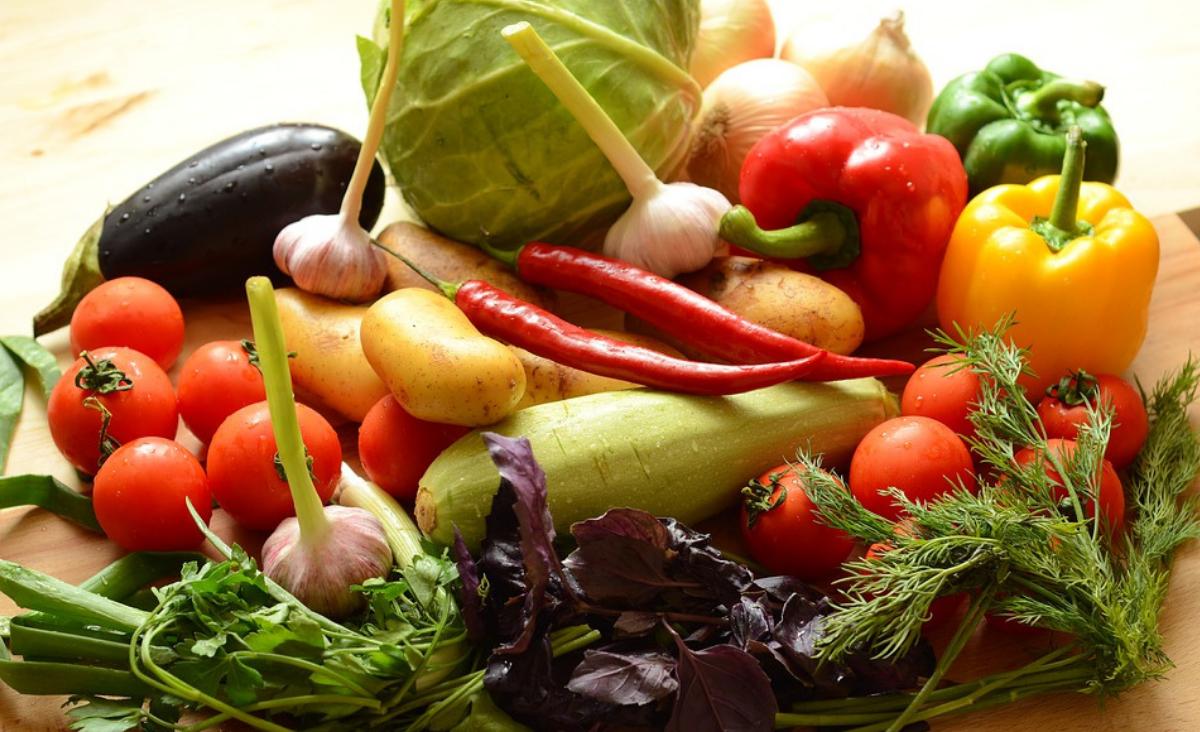 Sprawdzone przepisy na obiad dla rodziny – 3 pomysły na pełnowartościowy posiłek