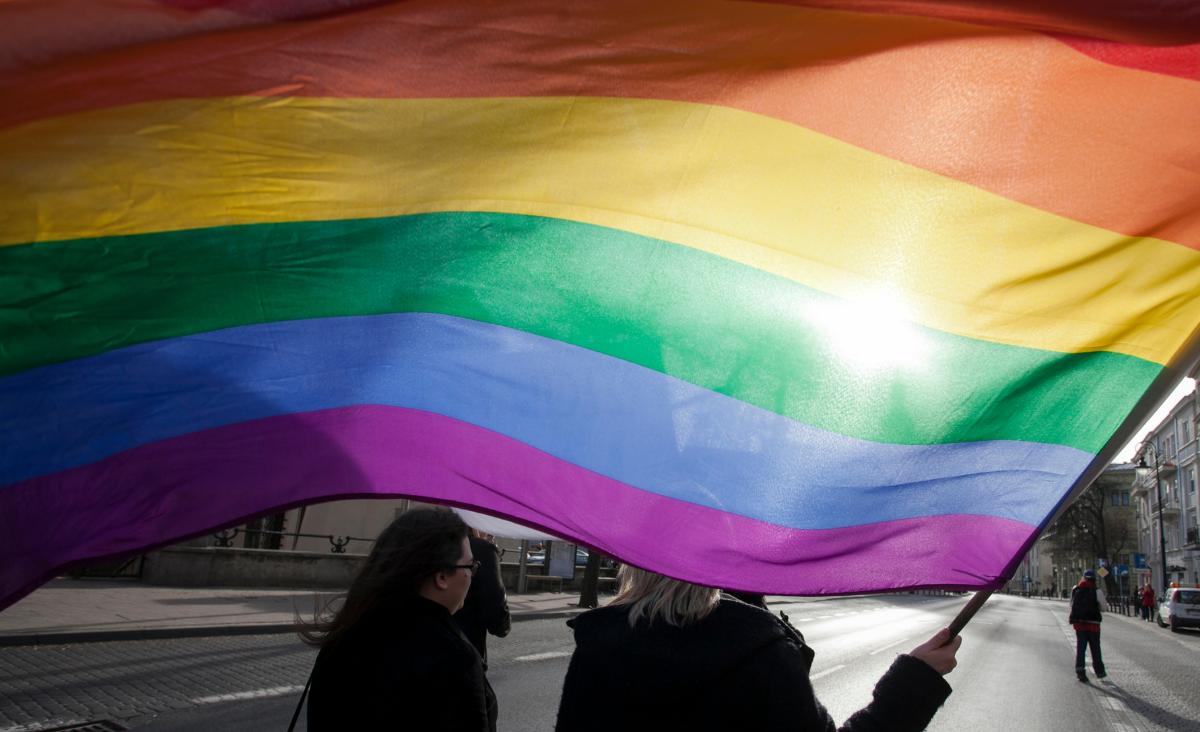Transpłciowość – co to jest i jak ją zrozumieć? Rozmowa z dr Alicją Długołęcką