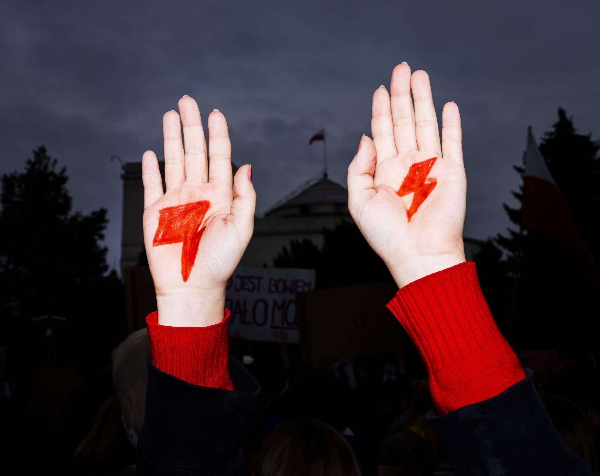 Decyzja Trybunału wywołała w Polakach gniew - cytaty z wypowiedzi autorytetów