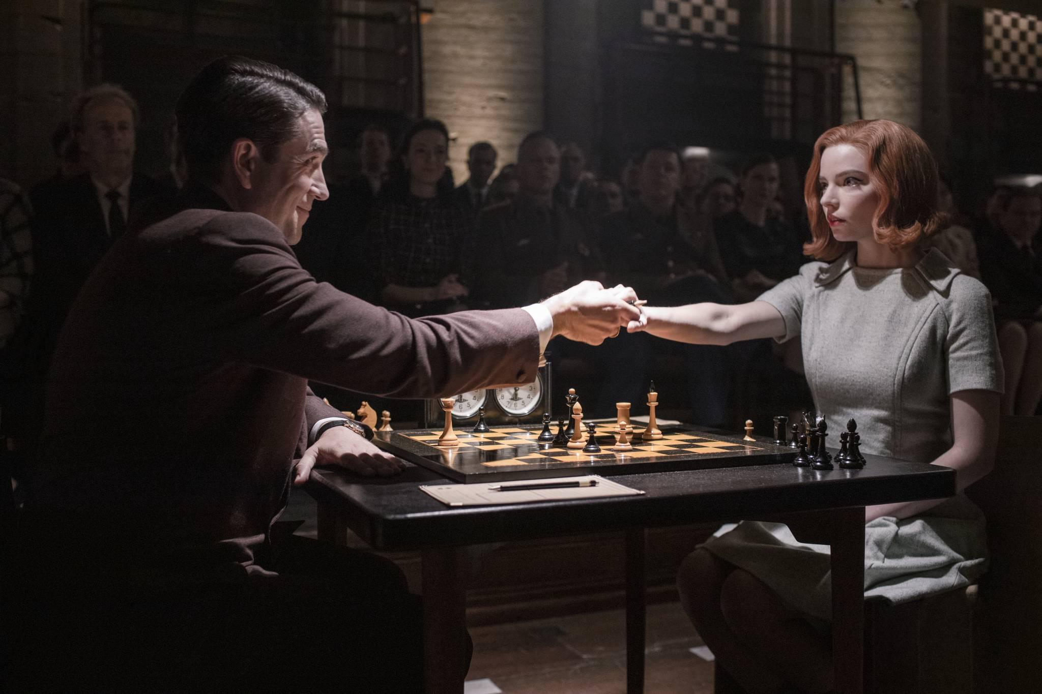 """Geniusz, szachy i nałóg. """"Gambit królowej"""" - serialowy hit Netflixa"""
