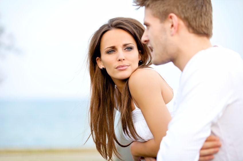 Mowa ciała na pierwszej randce. Czy mu się podobasz?