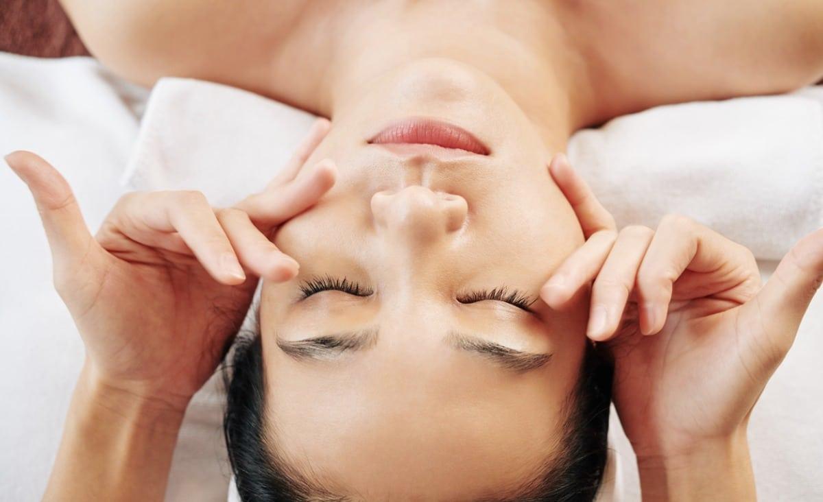 Refleksoterapia twarzy, czyli o dotyku, który przynosi ulgę