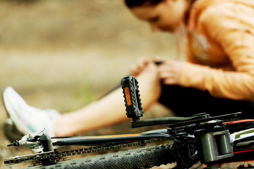 Czym grozi upadek z roweru?