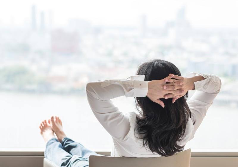 Co czujesz, kiedy jesteś sama? Czy własne towarzystwo jest dla ciebie źródłem cierpienia? (Fot. iStock)