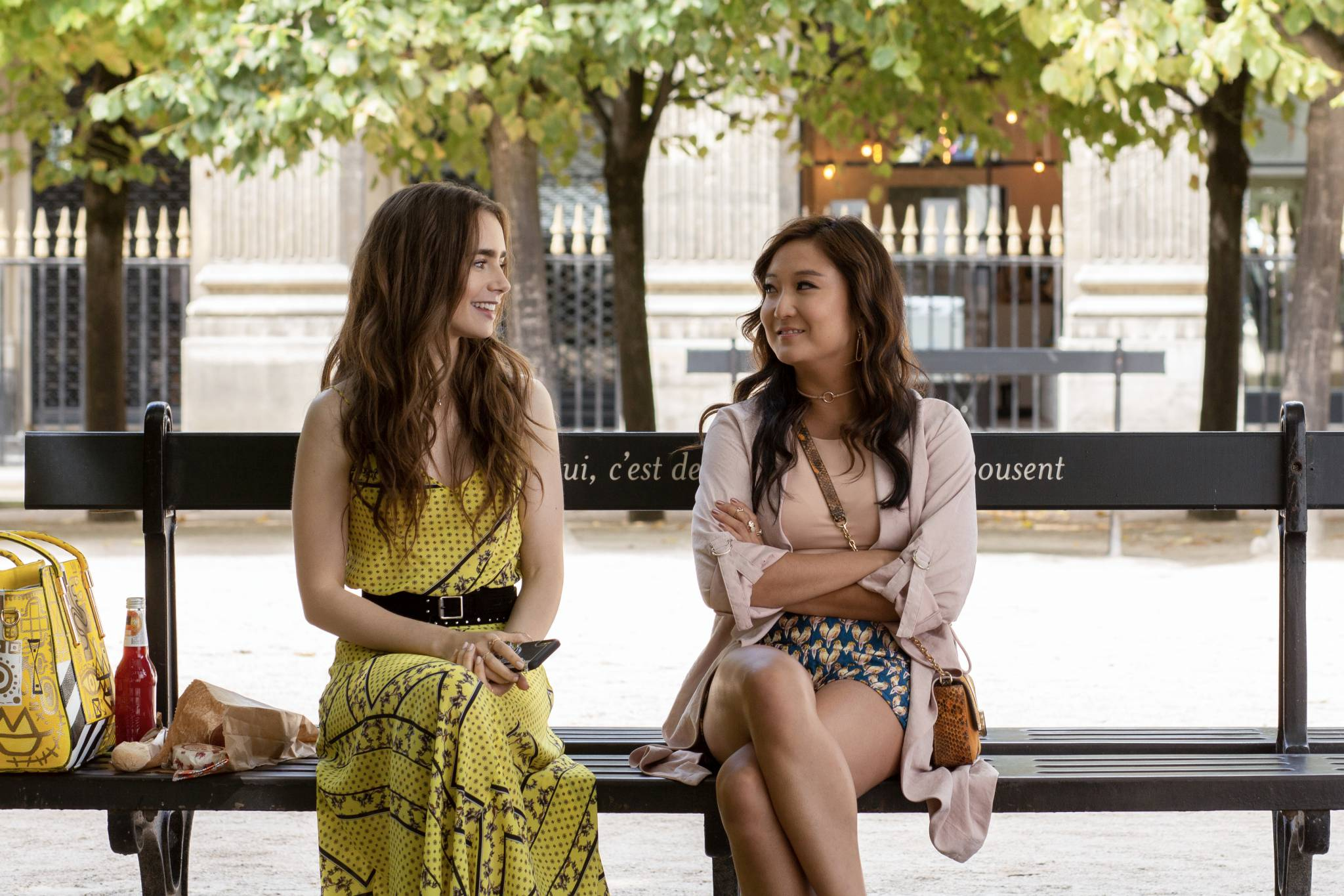 """""""Emily w Paryżu"""" - stylizacje inspirowane bohaterką serialu Netfliksa"""