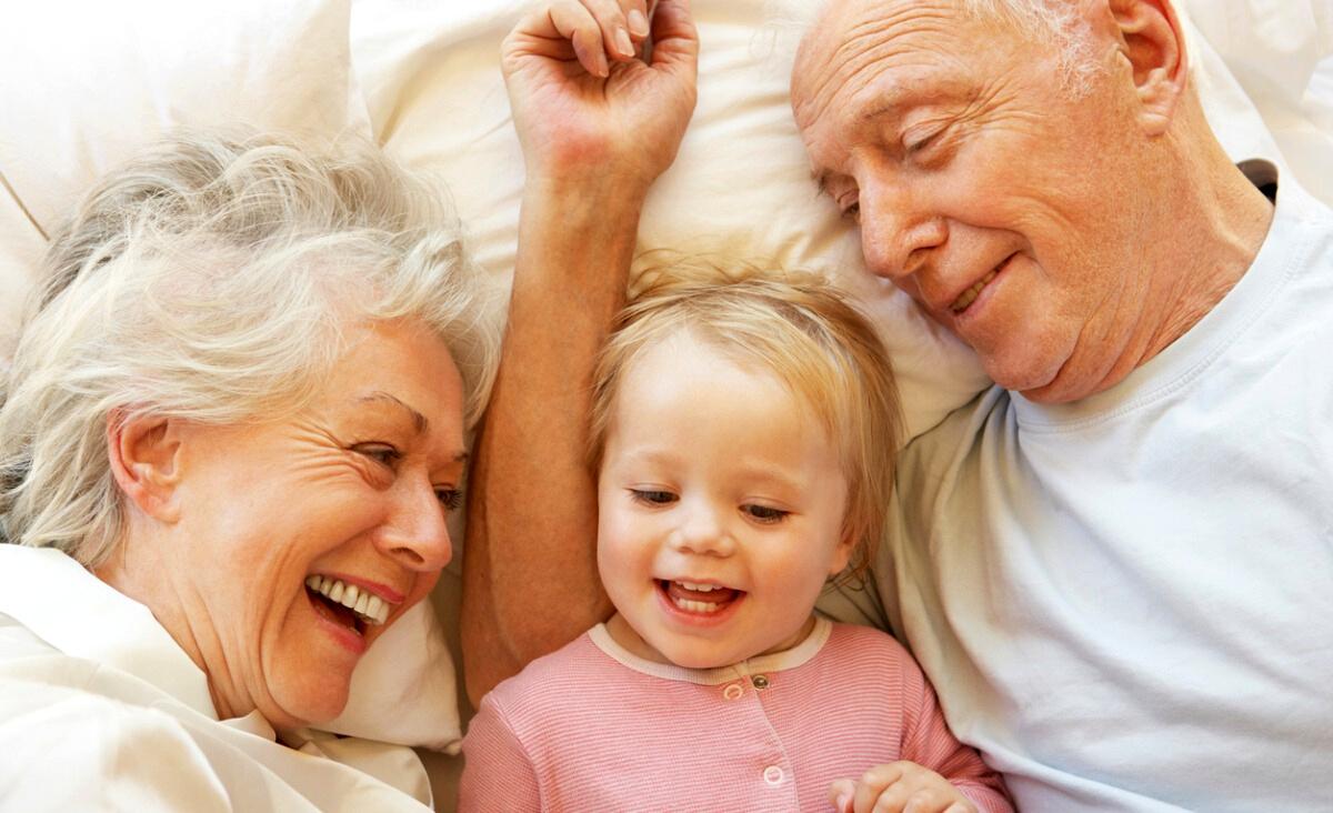 Dziadkowie. Nie są niezbędni do życia, ale mogą dać wnukom to, czego nie dają rodzice