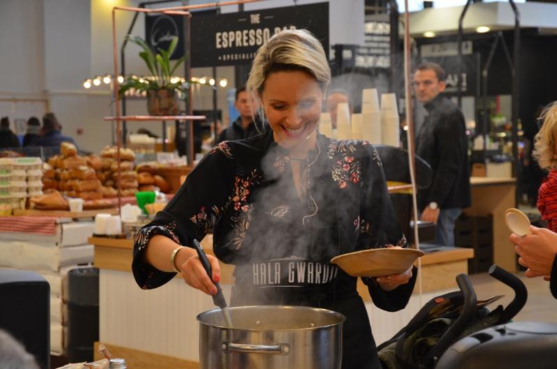 Przepis na zupę z soczewicą Moniki Mrozowskiej – video