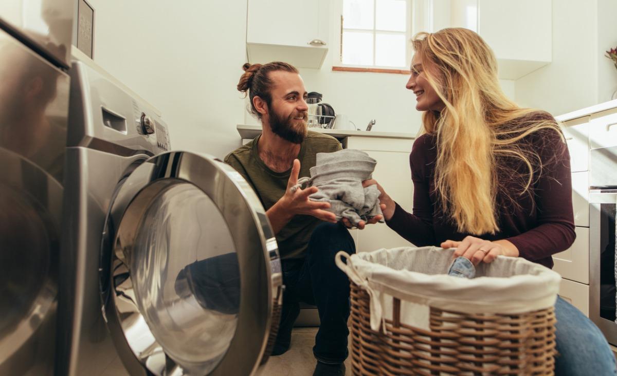 Jak tradycyjny podział prac domowych między kobietami a mężczyznami wpływa na miłość i seks?
