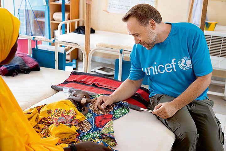 Siła niebieskiej koszulki. Rozmawiamy z Łukaszem Nowickim, ambasadorem dobrej woli UNICEF
