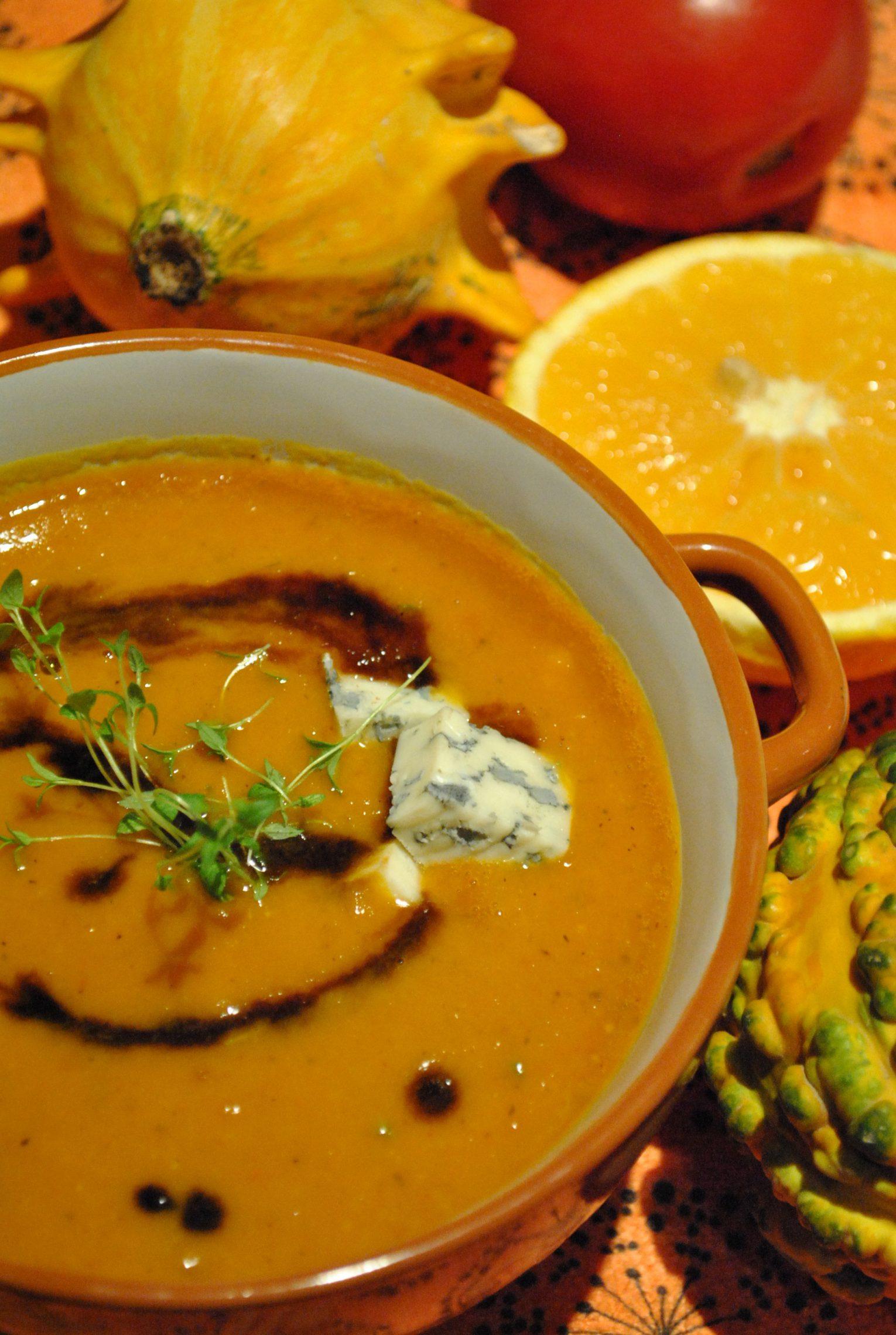 Krem z pieczonej dyni, pomarańczą i pleśniowym serem