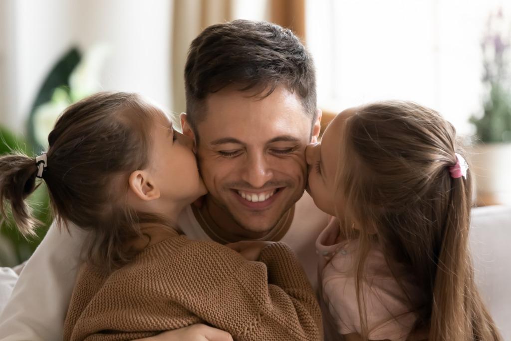 Superrodzic kontra zwykły tato. Bądź wystarczająco dobrym rodzicem - radzi psycholog dr. Tomasz Srebnicki