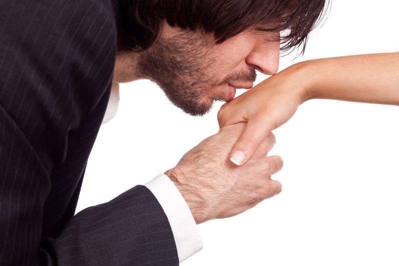 Konwenanse w relacjach damsko-męskich - kto płaci rachunek?