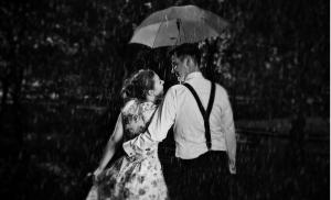 2011/09/erotyczna-biografia-dziedzictwo-pokolen-young-romantic-couple-in-love-flirting-in-rain-black-and-white-picture-id693644034.jpg