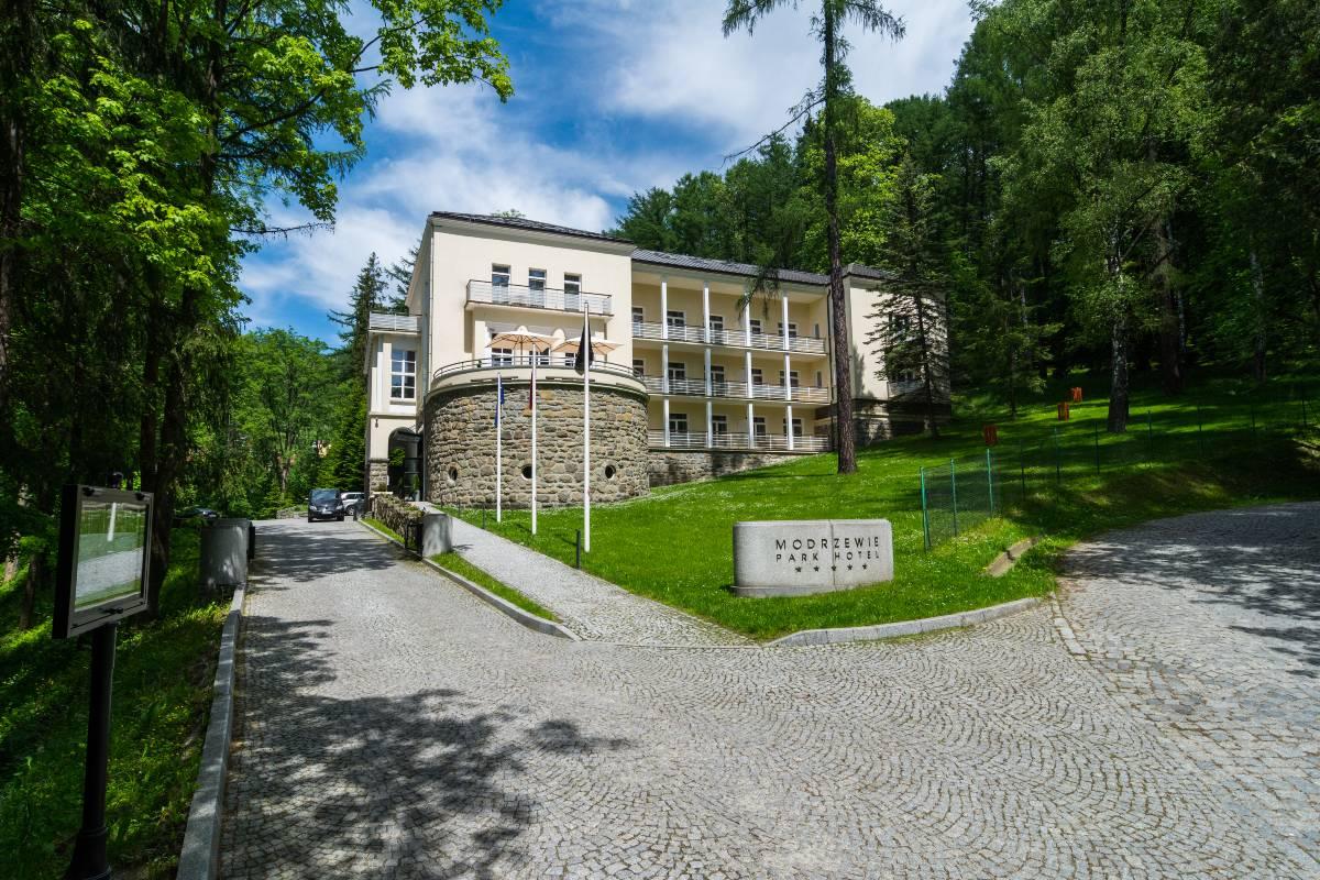 Modrzewie Park Hotel - oaza spokoju, miejsce z historią